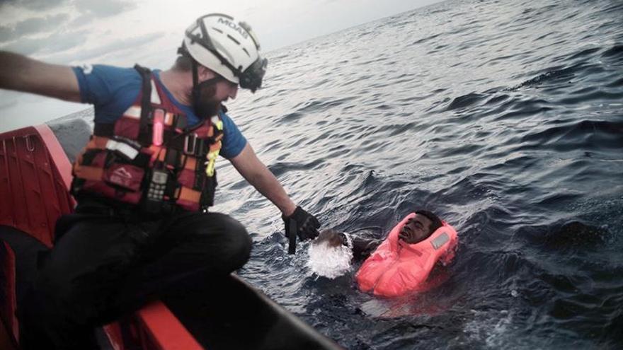 Recuperan los cadáveres de 15 personas en el mar