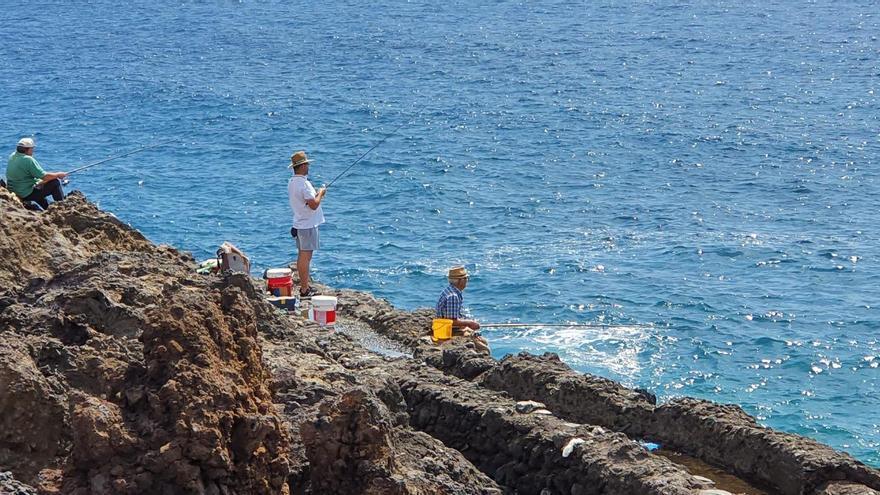 La Consejería descarta limitar los días para la práctica de la pesca recreativa