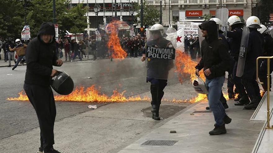 Disturbios en Atenas durante la huelga contra el nuevo rescate griego