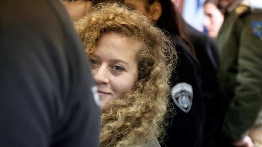 Israel detiene a 9 miembros de la familia de la joven Tamimi en el pueblo de Nabi Saleh