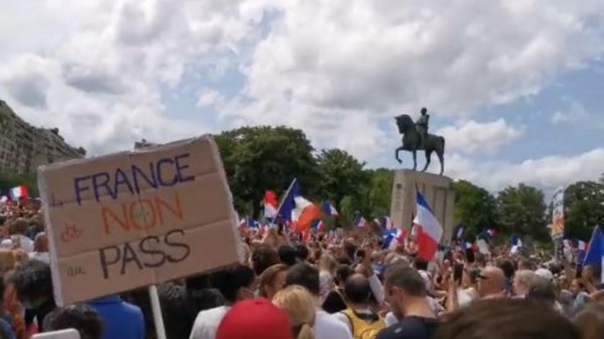 Manifestación en París contra el certificado sanitario