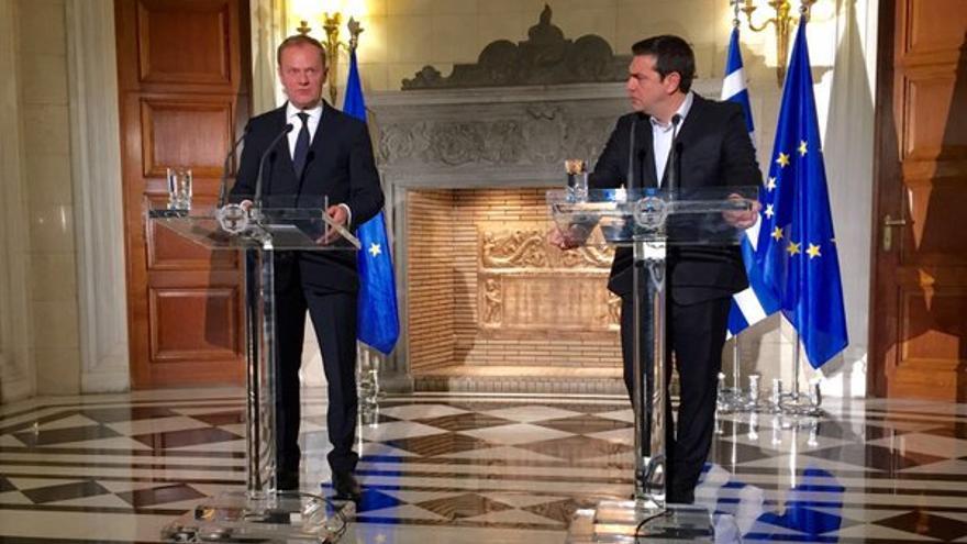 Donald Tusk y Alexis Tsipras en la visita del primero a Grecia esta semana