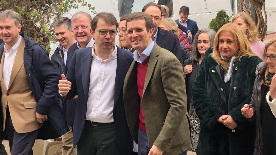 """Casado advierte de que no se encontrará al PP fuera del PP, partido """"moderado"""" sin """"complejos"""" para defender principios"""