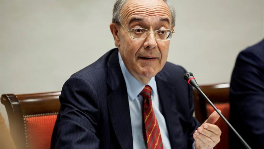 El fiscal superior de Canarias, Vicente Garrido, durante su comparecencia en la comisión de gobernación del Parlamento de Canarias.