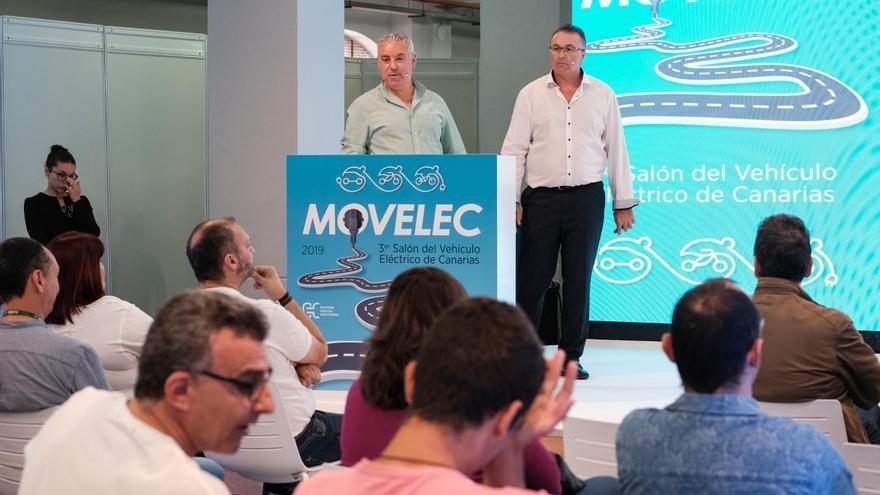 Roberto Melián y Ángel Hernández, primeros taxistas de Canarias con coche eléctrico.