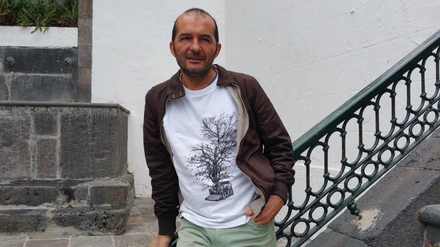 Pablo Díaz es el primer ciudadano que ha intervenido en un pleno del Cabildo. Foto: LUZ RODRÍGUEZ.