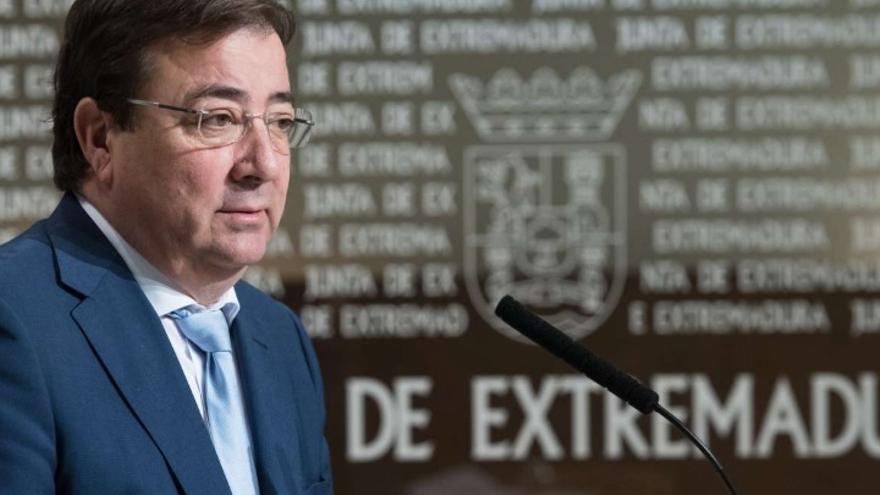 El presidente de la Junta de Extremadura, Guillermo Fernández Vara, en rueda de prensa por videoconferencia