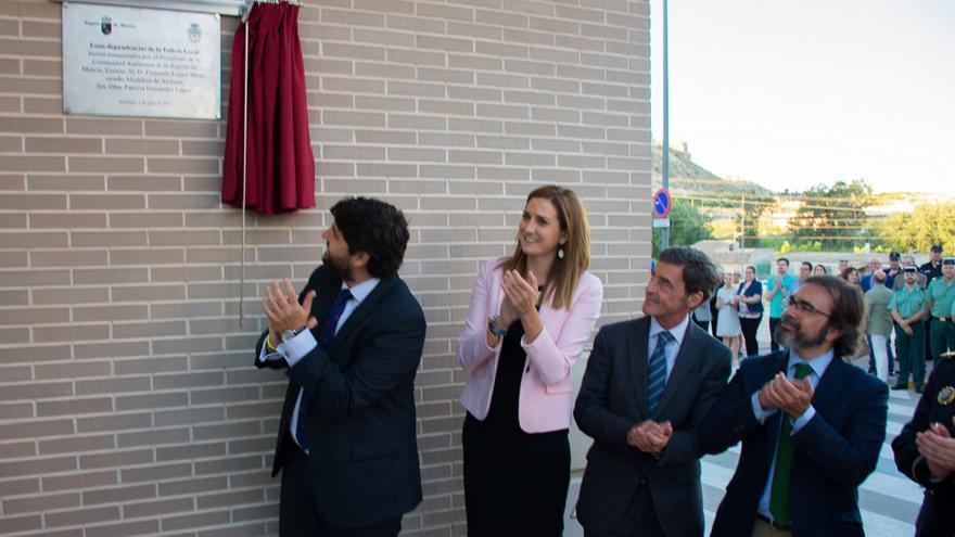Fernando López Miras y Patricia Fernández, Alcaldesa de Archena en la inauguración de las dependencias de la policía. 4 de julio de 2017