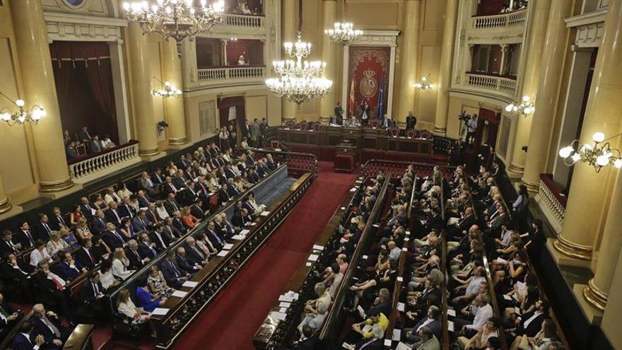 Nacionalistas y Podemos acatan la Constitución entre abucheos a Barberá