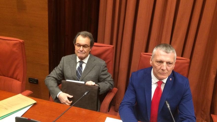 Mas se reúne con dirigentes del PDeCAT antes de comparecer en el Parlament
