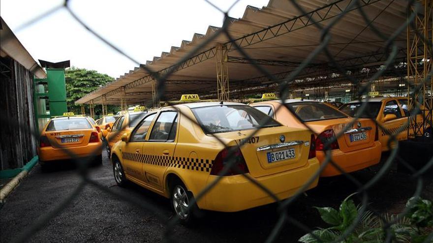Cuba extiende el arrendamiento de taxis estatales y chóferes serán privados