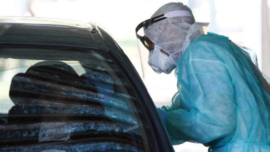 Cuatro enfermeros, en dos turnos de mañana y tarde, tomarán las muestras desde coches en el Hospital Militar.