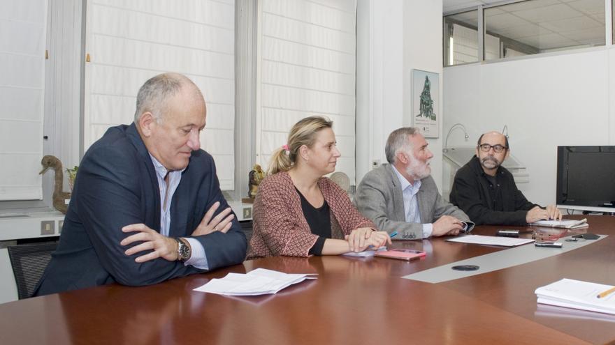 Miguel Ibañez, jurado; Marina Bolado, directora de Cultura; el consejero Ramon Ruiz y Luis Alberto Salcines, jurado. | Tania Molinero