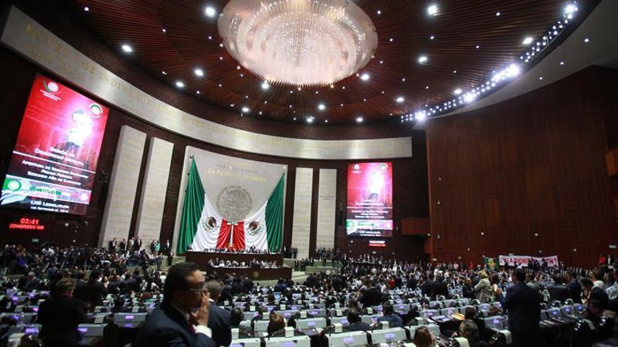 Peña Nieto presume de avances y rechaza las críticas en un nuevo formato de informe