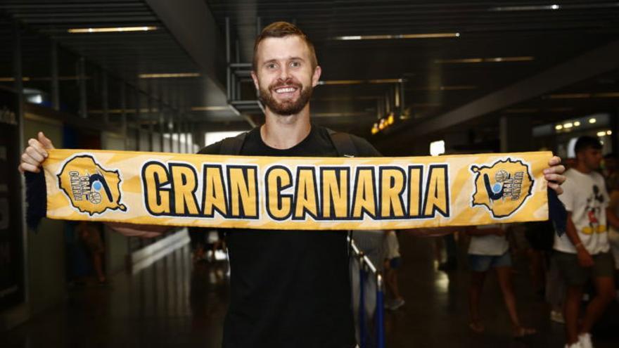 John Shurna, tras su llegada al aeropuerto de Gran Canaria