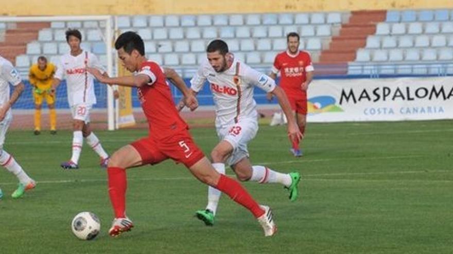 El Augsburg vence 3-1 al Shanghai y se clasifica para la final del Torneo de Maspalomas.