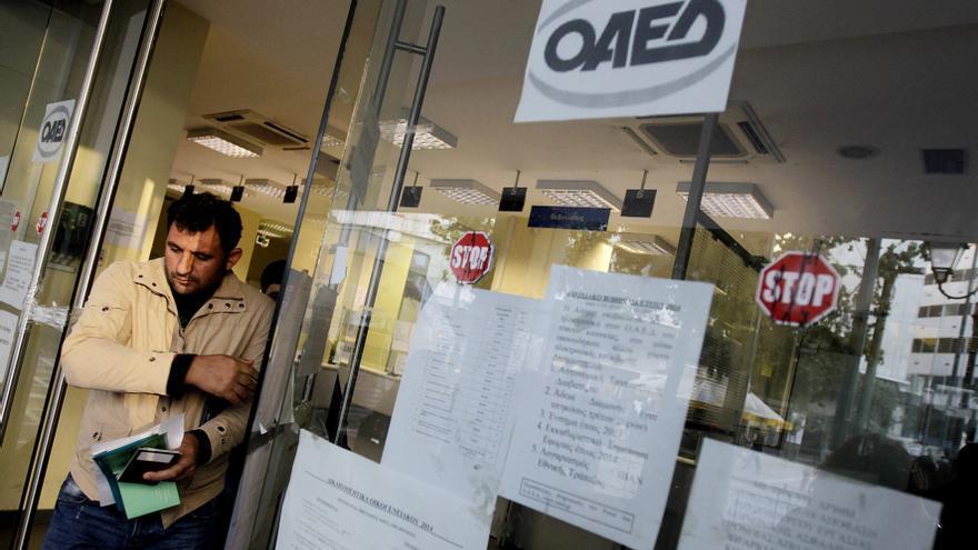 El desempleo en Grecia se redujo en julio ocho décimas hasta el 14,2 %