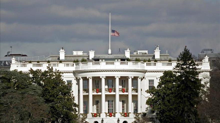 Arrestan a una mujer armada en las inmediaciones de la Casa Blanca