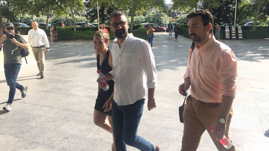 Pere Fuset (de blanco) a su llegada a la Ciudad de la Justicia de Valencia