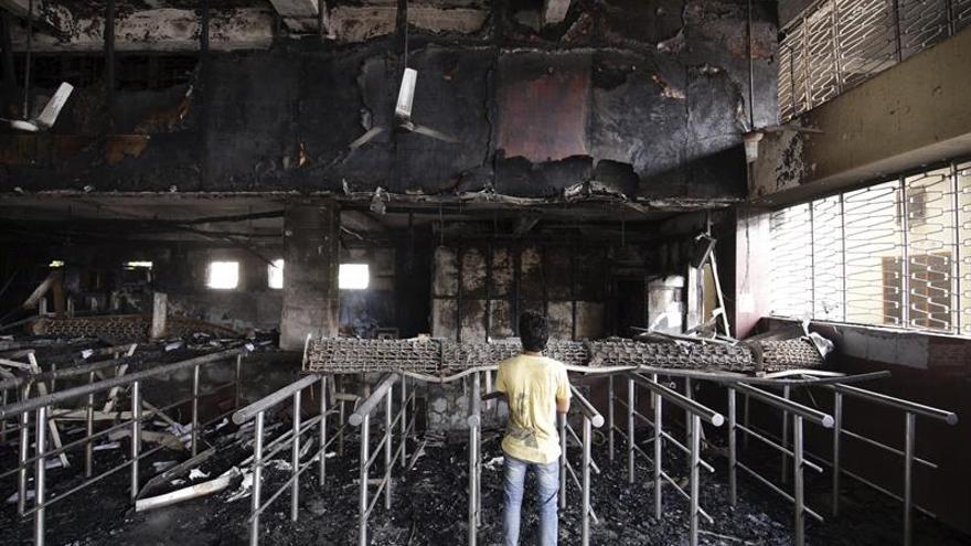 Al menos ocho muertos en un incendio en una farmacia de la India