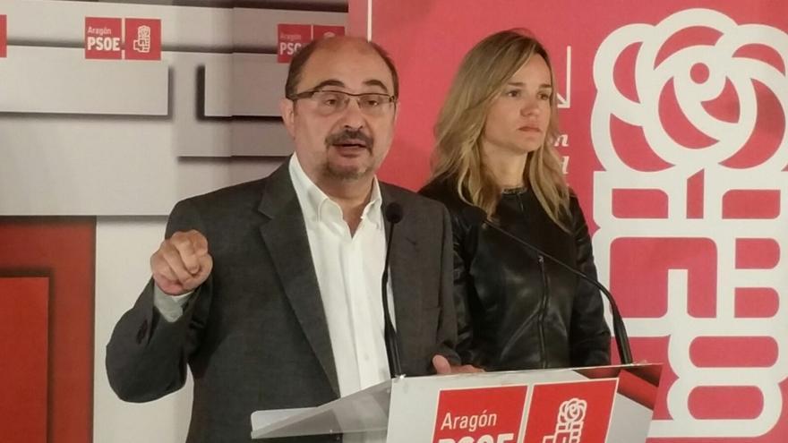 Javier Lambán, junto a la secretaria de Organización del PSOE Aragón, Pilar Alegría.