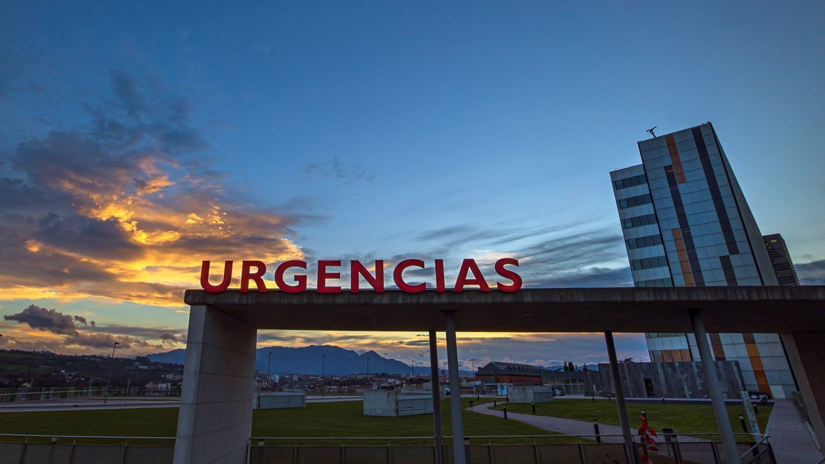 Entrada a urgencias del Hospital Universitario Central de Asturias (HUCA), este sábado. EFE/ Alberto Morante