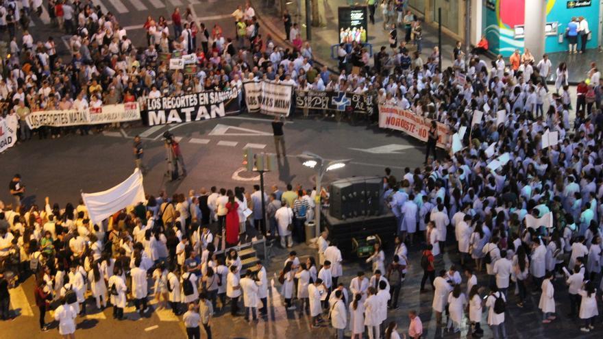 Final de la manifestación convocada por la Marea Blanca, en la Plaza Fuensanta de Murcia / PSS