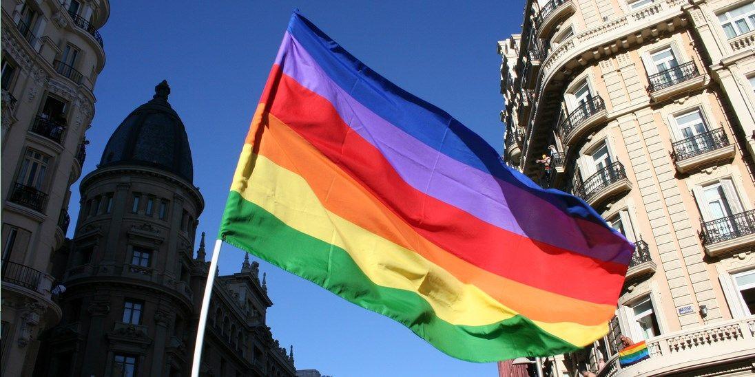 Bandera del Orgullo Gay | WIKIPEDIA