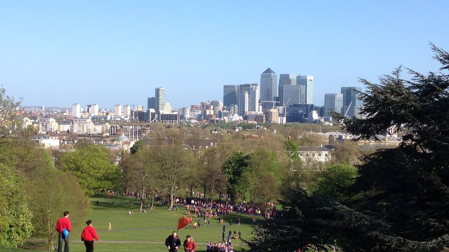 Desde Greenwich Park, lugar de salida del maratón de Londres, se divisan los rascacielos de Canary Wharf / N. R.