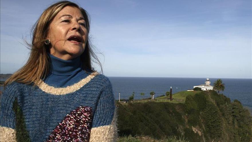 """La escritora María Teresa Álvarez rinde homenaje a su Candás natal en """"La indiana"""""""