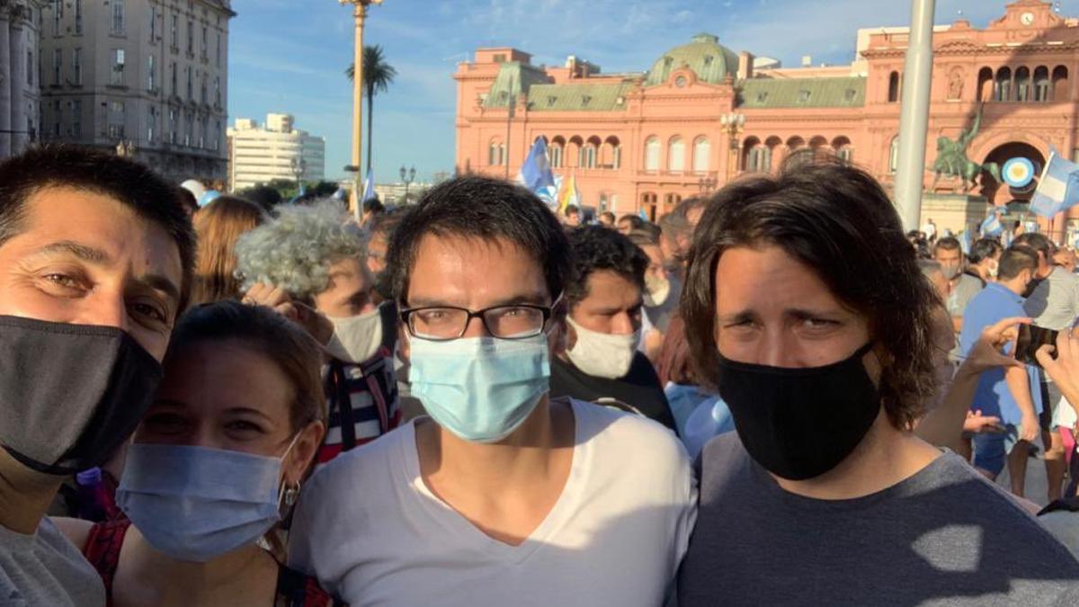 El secretario de Macri (centro), en la marcha opositora del 27 de febrero pasado.