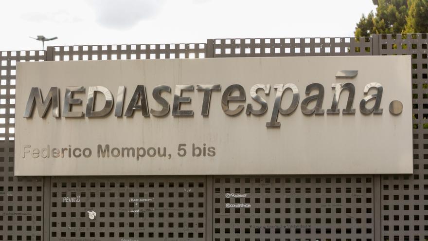 Carteles de señalización del recinto de Mediaset España Comunicación, en Madrid a 5 de marzo de 2020.