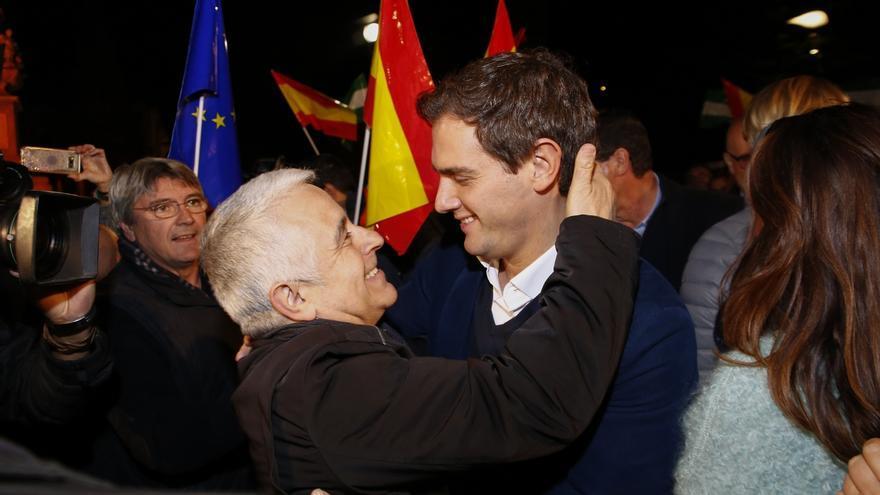 """Rivera: """"A Marín no le va a llamar nadie para no levantar alfombras"""" y a PSOE y PP sí por tener """"mucha basura"""""""