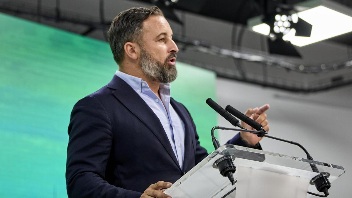 El presidente de Vox, Santiago Abascal, interviene en una rueda de prensa.