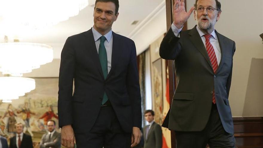 Rajoy y Sánchez hablan por teléfono sobre el atentado de Bruselas