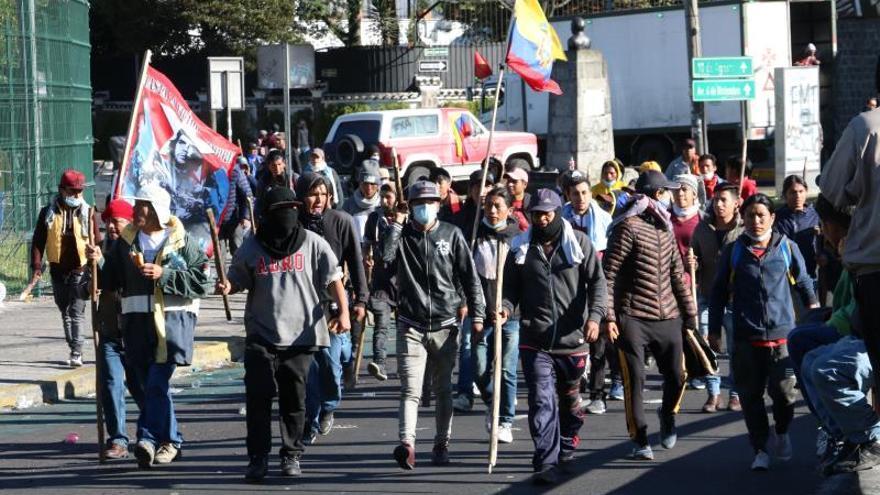 El presidente de Ecuador llega a Quito en medio de la jornada de huelga nacional