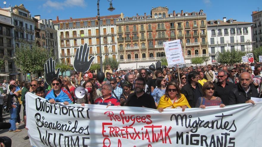 Cientos de personas se manifiestan en Pamplona en protesta por la crisis de refugiados en Europa