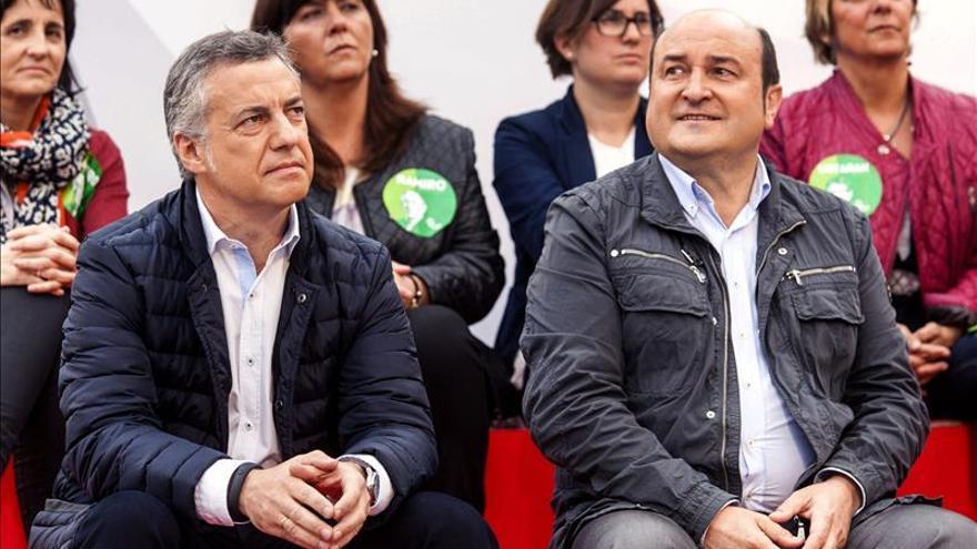 PNV y PSE ven muy difícil pactar con el PP en las instituciones vascas