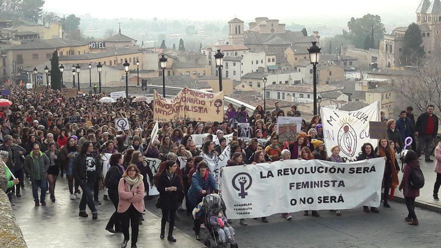 La manifestación del 8M en Toledo, en camino a la plaza Zodocover / Carmen Bachiller