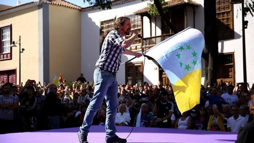 El lider de Podemos, Pablo Iglesias, cerró este viernes la campaña electoral en un acto en La Laguna. EFE/ Cristóbal García