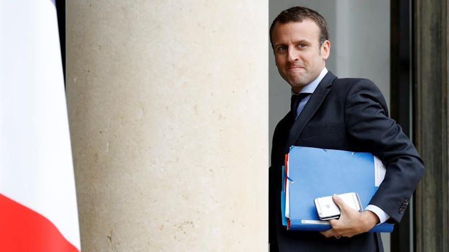 Sondeo indica que el exministro Macron superará a Hollande en presidenciales