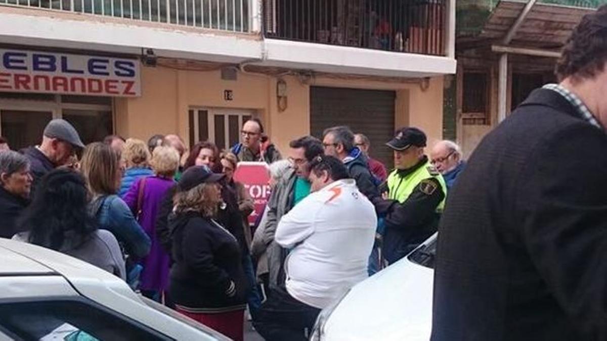 Una concentración en València para evitar un desahucio en una imagen de archivo.