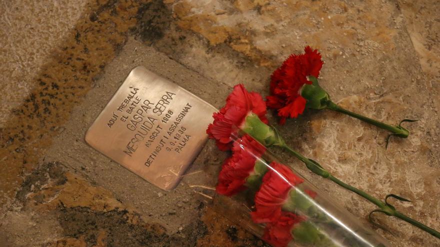 Placa dedicada a Gaspar Mesquida, víctima del franquismo