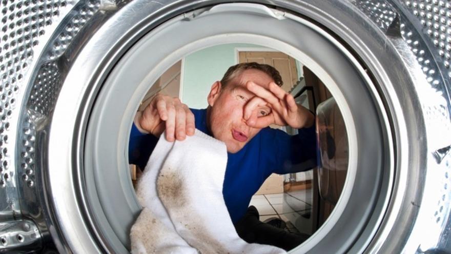 Los cuatro principales errores que dan mal olor a la ropa de la lavadora