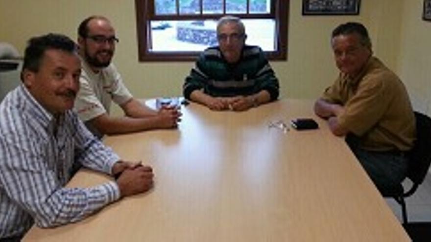 Luiz viña, dercha, con los alcaldes de Tijarafe, Garafía y Puntagorda (de centro a izquierda)-1