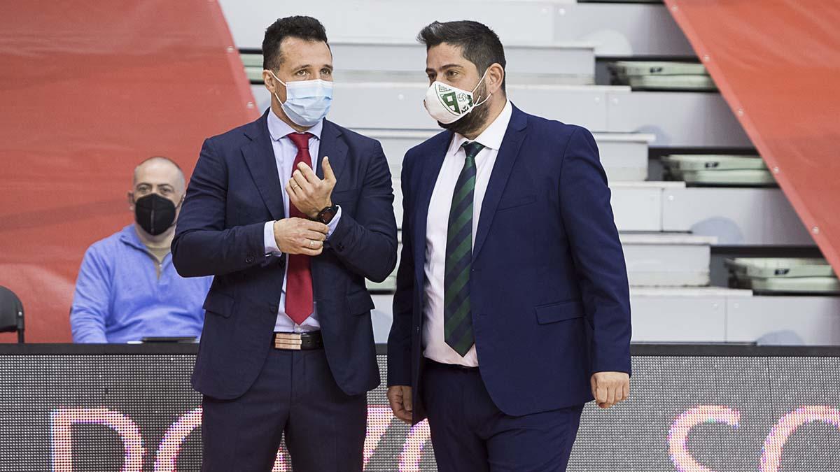 Josan González, junto a Diego Giustozzi en el choque ante ElPozo