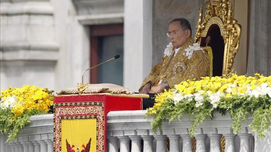 El Rey de Tailandia suspende sus actividades oficiales por problemas de salud