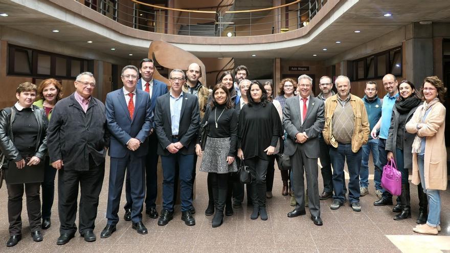 Participantes en la reunión académica de la Cátedra Cajasiete de Economía Social y Cooperativa.
