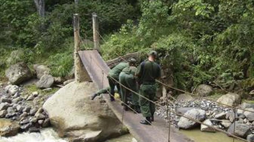 Dos puentes destruidos por Venezuela en la frontera de Colombia