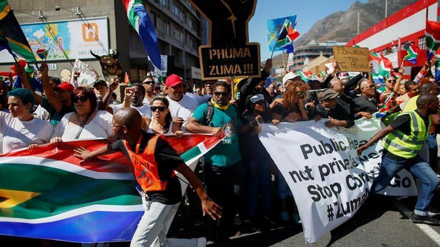 La Policía sudafricana dispara pelotas de goma contra los seguidores de Zuma